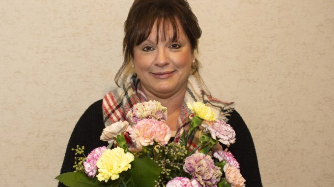 Ohio's Hospice Staffer Receives Bouquet ​of Recognition Award